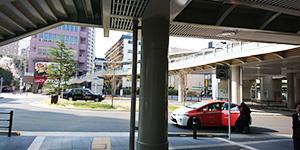 1)京急蒲田駅1階の西口を右折して